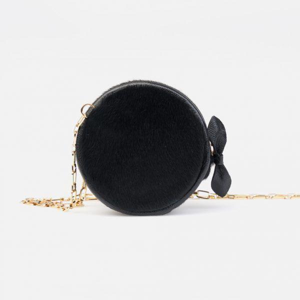 Bolso bombonera en piel de vacuno con pelo en color negro - Frontal modelo Amadeus en color negro